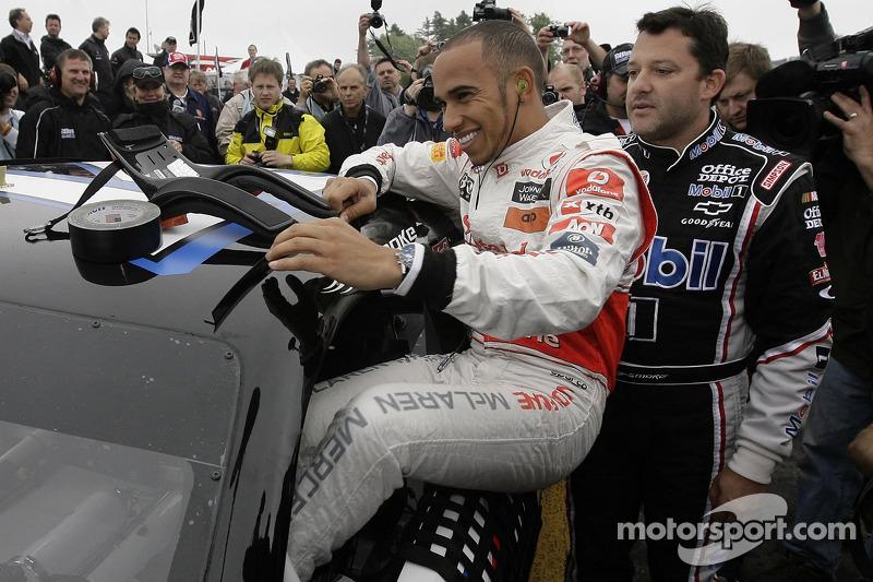 Lewis Hamilton y Tony Stewart