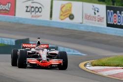 Tony Stewart dans la McLaren de Lewis Hamilton