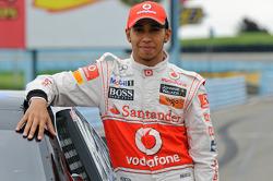 Lewis Hamilton with Tony Stewart's Sprint Cup car