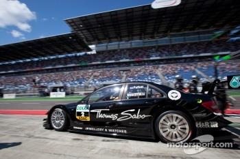 Pit stop for Gary Paffett, Team HWA AMG Mercedes C-Klasse