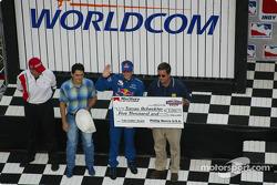Pre-race ceremonies: Tomas Scheckter receiving the Lap Leader Award