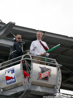 Indianapolis Mayor Bart Peterson waves the green flag to start the first practice session of the 87th running of the Indy 500