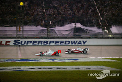 Gil de Ferran takes the checkered flag in front of Scott Dixon