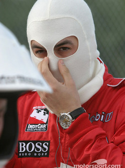 Sam Hornish Jr. gets ready