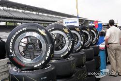 Un pneu Firestone Firehawk Indy 500