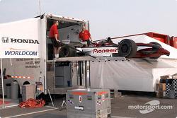 Unloading Alex Zanardi's car