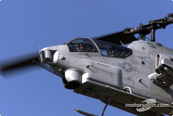 Patrick Carpentier dans un hélicoptère AH-1W Cobra