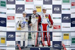 Rookie-Podium: 1. Joel Eriksson, Motopark Dallara F312 - Volkswagen; 2. David Beckmann, kfzteile24 Mücke Motorsport Dallara F312 - Mercedes-Benz; 3. Ralf Aron, Prema Powerteam Dallara F312 - Mercedes-Benz