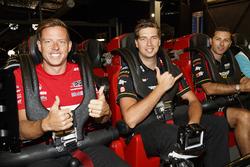 Supercars sürücüleri Steve Owen, Chaz Mostert ve James Courtney, Dreamworld gezisinde
