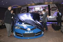 NASCAR-Vizepräsident Steve O´Donnell mit Luis Garate und Daniel Suárez