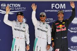 Los tres primeros calificados en parc ferme: Nico Rosberg, Mercedes AMG F1, segundo; Lewis Hamilton, Mercedes AMG F1, pole position; Daniel Ricciardo, Red Bull Racing, tercero