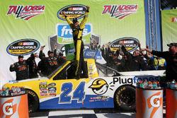 Il vincitore della gara Grant Enfinger, GMS Racing Chevrolet