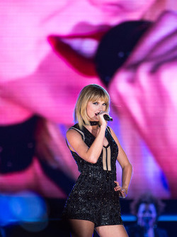 Taylor Swift, Singer, performs a concert at COTA.  22.10.2016. Formula 1 World Championship, Rd 18, United States Grand Prix, Austin, Texas, USA, Qualifying Day.  - www.xpbimages.com, EMail: requests@xpbimages.com - copy of publication required for printed