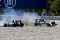 Lewis Hamilton, Mercedes AMG F1 W07 Hybrid ve Nico Rosberg, Mercedes AMG F1 W07 Hybrid ilk turda çarpışıyor