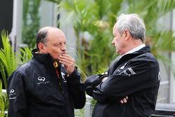 Frederic Vasseur, Renault Sport F1 Team Yarış Direktörü ve Jerome Stoll, Renault Sport F1 Başkanı