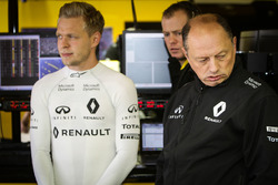 Kevin Magnussen, Renault Sport F1 Team with Frederic Vasseur, Renault Sport F1 Team Racing Director