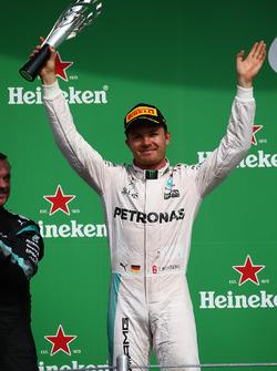 Podium: segundo, Nico Rosberg, Mercedes AMG F1