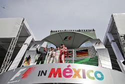 Подіум: друге місце - Ніко Росберг, Mercedes AMG F1, переможець Льюіс Хемлтон, Mercedes AMG F1, третє місце - Себастьян Феттель, Ferrari, third