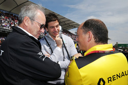 (L to R): Jerome Stoll, Renault Sport F1 President with Toto Wolff, Mercedes AMG F1 Shareholder and Executive Director and Frederic Vasseur, Renault Sport F1 Team Racing Director on the grid