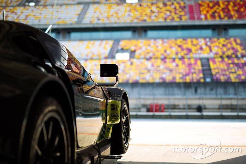 Ambiente en el box de Aston Martin Racing