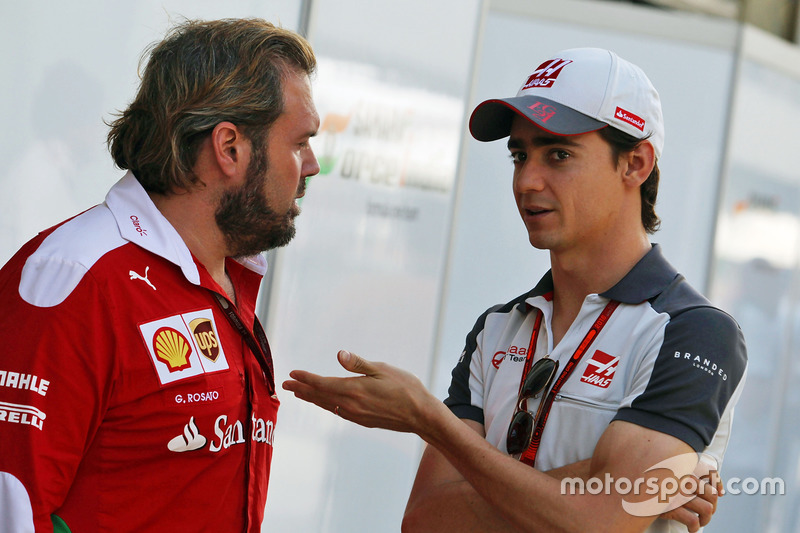 Esteban Gutiérrez, Haas F1 Team con Gino Rosato, Ferrari