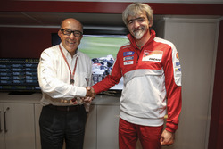 Carmelo Ezpeleta, Dorna Vorstand und Gigi Dall'Igna, Ducati Corse Sportchef