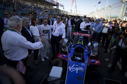 Sam Bird, DS Virgin Racing with Alejandro Agag, CEO, Formula E Holdings and COP22 delegates on the grid