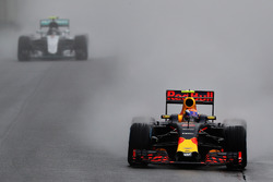 Max Verstappen, Red Bull Racing RB12, Nico Rosberg, Mercedes AMG F1 W07 Hybrid