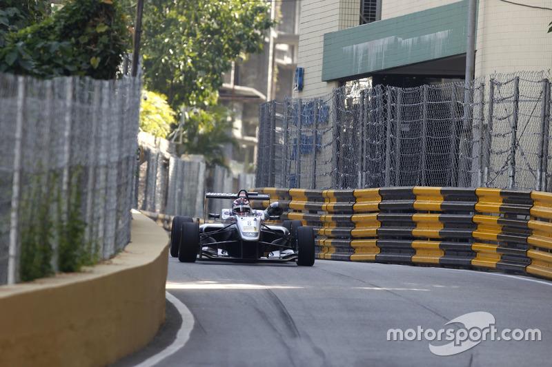 7. George Russell, Hitech GP, Dallara Mercedes
