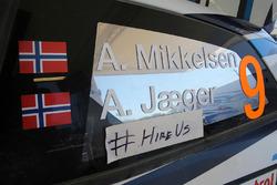 "Наклейка ""Наймите нас на работу"" на автомобиле Андреаса Миккельсена и Андерса Егера, Volkswagen Polo WRC, Volkswagen Motorsport"