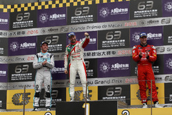 Podium: Race winner Race winner Tiago Monteiro, West Coast Racing, Honda Civic TCR; second place Jean-Karl Vernay, Leopard Racing, Volkswagen Golf GTI TCR; third place Pepe Oriola, Craft Bamboo Racing, SEAT León SEQ