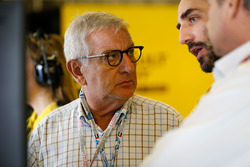 Bernard Cambier, Renault Senior Vice President and Chairman of Africa-Middle East-India Region with Cyril Abiteboul, Renault Sport F1 Managing Director