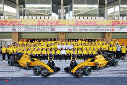 Jolyon Palmer, Renault Sport F1 Team with team mate Kevin Magnussen, Renault Sport F1 Team at a team photograph