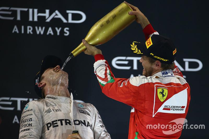 Nico Rosberg feiert den WM-Titelgewinn 2016