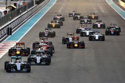 Start: Lewis Hamilton, Mercedes AMG F1 W07 Hybrid lider