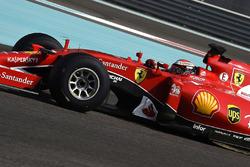 Kimi Raikkonen, Ferrari test de banden van Pirelli voor 2017