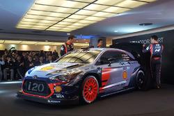 Hayden Paddon, Daniel Sordo y Thierry Neuville, de Hyundai Motorsport, revelan el Hyundai i20 Coupe WRC de 2017