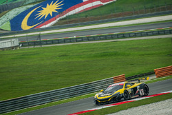 #9 Flying Lizard Motorsports / K-PAX Racing McLaren 650 S GT3: Alvaro Parente, Shane Van Gisbergen, Come Ledogar