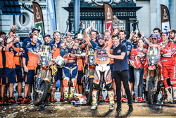 №14 Red Bull KTM Factory Racing: Сэм Сандерленд и №16 Red Bull KTM Factory Racing: Маттиас Валькнер, №8 KTM: Жерар Фаррес и Марк Кома