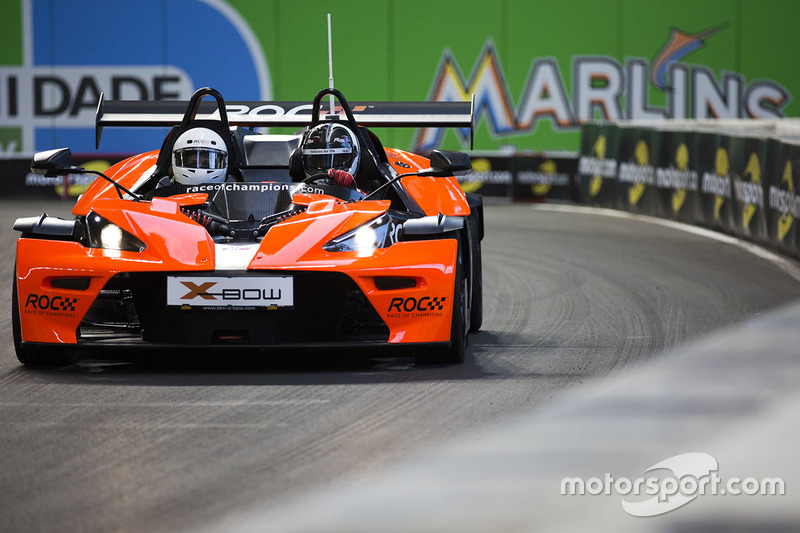 Helio Castroneves pilote la KTM X-Bow Comp R