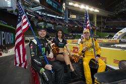 Les pilotes du Team USA NASCAR Kurt Busch et Kyle Busch