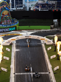 Team Brasil Felipe Massa, sumpera al Team Colombia Gabby Chaves,Polaris Slingshot SLR