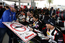#59 Manthey Racing Porsche 911 GT3 R: Sven Muller, Reinhold Renger, Harald Proczyk, Steve Smith, Matteo Cairoli