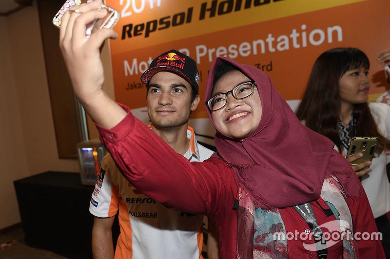 Dani Pedrosa, Repsol Honda Team mit einem Fan