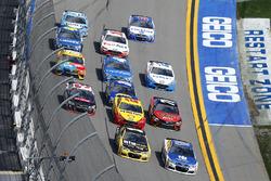 Alex Bowman, Hendrick Motorsports Chevrolet, Jamie McMurray, Chip Ganassi Racing Chevrolet