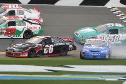 Авария: Марк Томпсон, Ford, и Гас Дин, Toyota