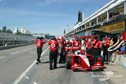 Pitlane early in the session