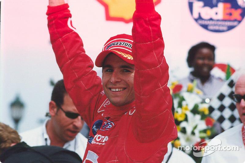 Le gagnant de la course Bruno Junqueira