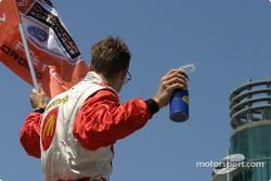 Pole winner Sébastien Bourdais turns to the fans