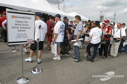 Autograph session: fans lineup